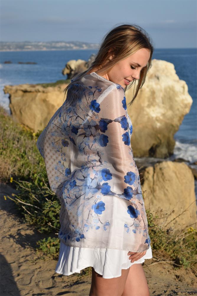 Primavera blue poncho 2web